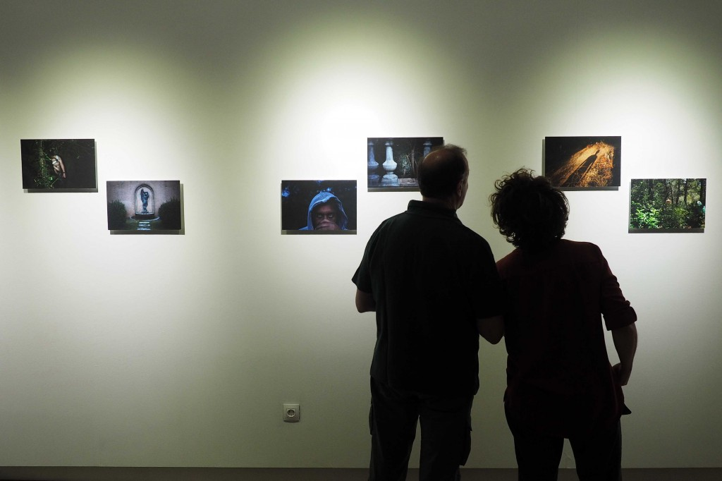 Inauguraci— exposici— fotogrˆfica I don't need to know you, de Katia Repina i Luca Aimi a l'espai Eat Art de Banyoles. PERE DURAN / NORD MEDIA